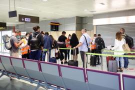 Consumo dice que la subida de precio de los billetes de avión no es de su competencia