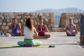 Las mejores imágenes del Día Internacional del Yoga en Ibiza. (Fotos: Marcelo Sastre)