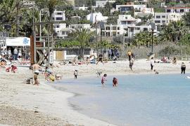 Vila prohíbe la presencia de animales en las playas los festivos y  fines de semana