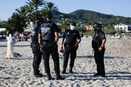 La Policía desmantela varios 'botellones' en Sant Antoni e interpone más de 20 denuncias