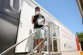 Los 'portmanyíns' destacan la comodidad de poder vacunarse en Sant Antoni