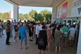 Salud dice que las colas de Formentera se produjeron porque muchas personas pidieron información 'in situ'