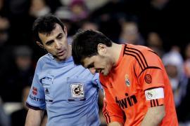 Casillas sufre una fractura en la mano izquierda