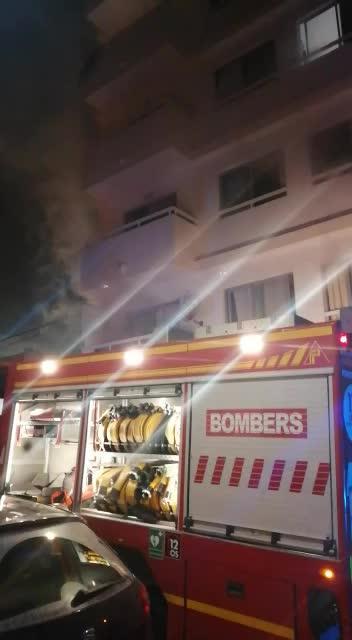 Desalojadas 30 personas por un incendio en un piso de Sant Antoni