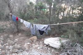 Desmantelados dos asentamientos ilegales en la zona de sa Talaia