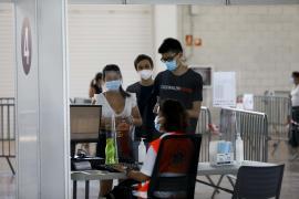 Las Pitiusas cuentan con más vacunas que ciudadanos que quieran vacunarse