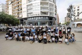 Las mejores imágenes de la concentración de los trabajadores de CaixaBank en Ibiza.
