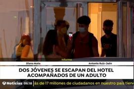 Dos jóvenes se fugan del hotel COVID: «Se van porque son libres y punto»