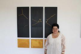 Josefina Torres convierte las grietas en abstracción lírica