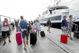 El Consell de Formentera vuelve a instar a la APB a reducir frecuencias