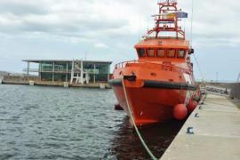 Rescatados dos tripulantes de una moto acuática que se hundía junto al islote de Es Vedrà