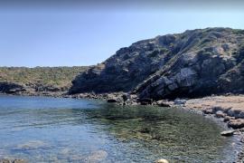 Aparece medio cuerpo de un hombre en Menorca