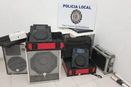 La Policía interviene en varias fiestas ilegales en viviendas de Sant Antoni