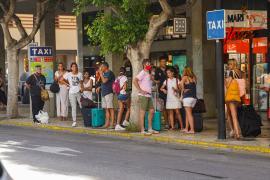 Los ayuntamientos de Ibiza prevén poner en marcha los taxis estacionales en julio