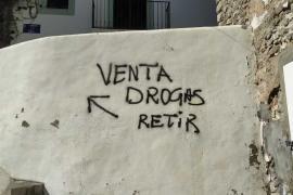 Denuncian una pintada que señaliza dónde se puede comprar droga en sa Penya