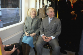 Carlos de Inglaterra toma el metro por primera vez en 33 años