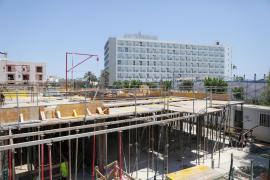 Vila facilita un acuerdo para mantener las obras durante el verano