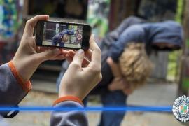 Policía Local de Sant Josep alerta sobre la proliferación de «la bofetada feliz» entre los jóvenes