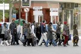 Más de 7.400 españoles residentes en las Pitiüses se marchan a vivir al extranjero en los últimos cuatro años