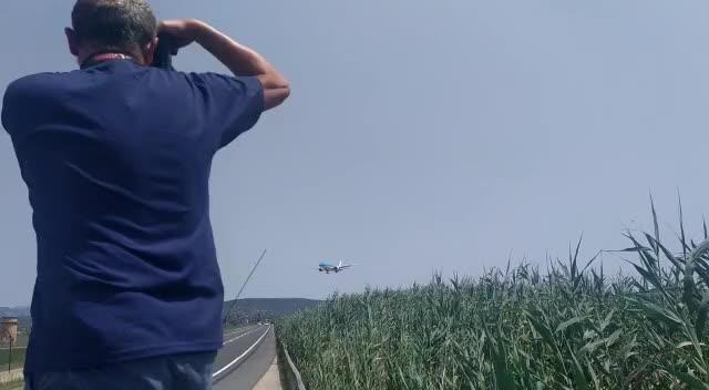 Un avión aterriza de emergencia en Palma tras declararse un incendio en una bodega