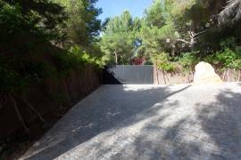 La Policía de Sant Josep interviene en una fiesta en el complejo turístico ilegal Casa Lola
