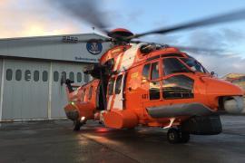 Un helicóptero de Salvamento Marítimo rescata a seis tripulantes de un catamarán embarrancado en Ibiza
