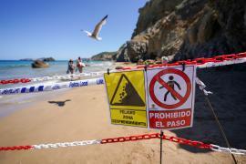 Dos heridos en un desprendimiento de rocas y tierra en la playa d'Aigües Blanques