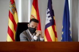 El PSOE hace protagonista a Vox sin siquiera tener representación insular