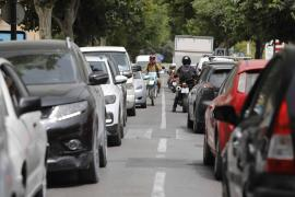 Prou pide al Consell que busque la fórmula legal para limitar la entrada de coches a Ibiza