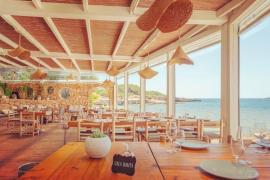 Si vas a Ibiza tienes que ir al restaurante de playa Cala Bonita: ahora entenderás por qué