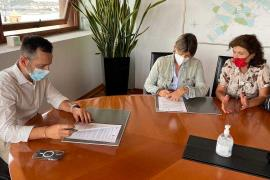 Vila firma un convenio con Trideporte para organizar de eventos deportivos de atletismo de alto nivel