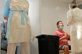 Récord de contagios en Baleares: 795 contagios en un día de los que 93 son de las Pitiusas