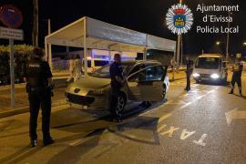 Policía Local interpone ocho denuncias en un control de intrusismo en el transporte público discrecional en Ibiza
