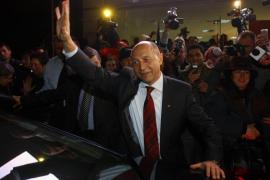 Ajustada victoria de Basescu en las presidenciales rumanas