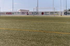 Comienzan los trabajos de cambio de césped en el campo de la Peña Deportiva