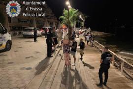 La Policía Local de Ibiza interpone 70 denuncias por consumo de alcohol en la calle