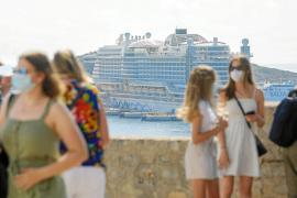 El primer crucero en año y medio llega a Ibiza en una burbuja