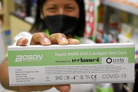 Muchas farmacias agotan los test de autodiagnóstico el primer día de venta