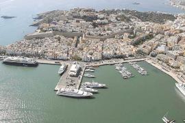 Autoritat Portuària respeta la decisión pitiusa de ubicar el tráfico en los muelles comerciales