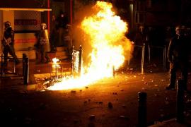 Graves disturbios en el centro de Atenas