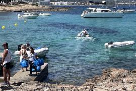 Alertan de más de veinte chárters ilegales en la Bahía de Portmany