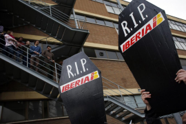 Iberia convocará de nuevo a los  sindicatos para «acercar posturas»