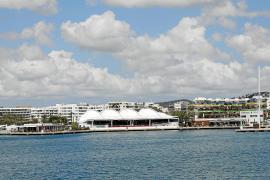 Rafa Ruiz permite a una decena de negocios operar al margen de la ley en Marina Ibiza