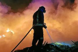 Más de 20 horas de trabajos y decenas de efectivos y medios para extinguir el incendio en Ca na Putxa