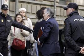 El juez prohíbe salir de España a Bárcenas, que llegó a acumular 38 millones en Suiza