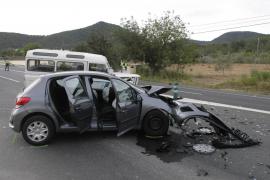 Cinco heridos, uno grave, en un accidente de tráfico en la carretera de Sant Josep