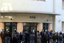 El paro supera ya los cinco millones mientras que en Balears desciende
