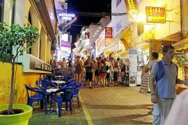 Un bar del West End podría pagar una multa de 3.000 euros por vender alcohol a menores