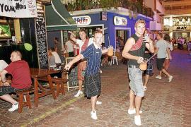 Sant Antoni también regulará los beach clubs y restringe el horario de los cafés conciertos