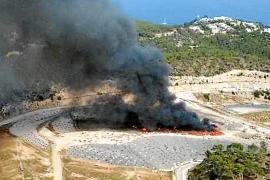 Una bengala caducada tirada a la basura causó el incendio de Ca na Putxa